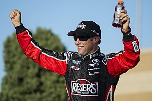 Kenseth's fuel holds out for win at Kansas
