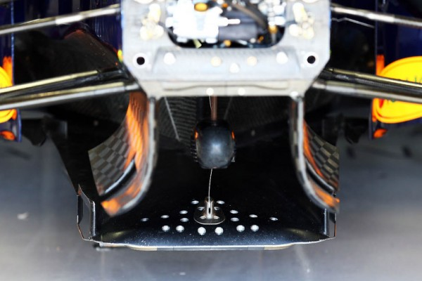 FIA checks Red Bull for bending floor