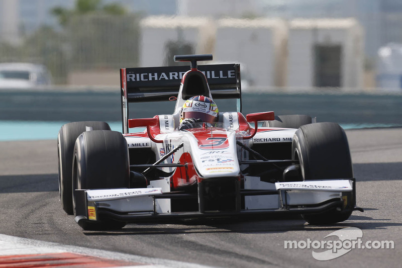 Calado scorches to sprint victory at Yas Marina
