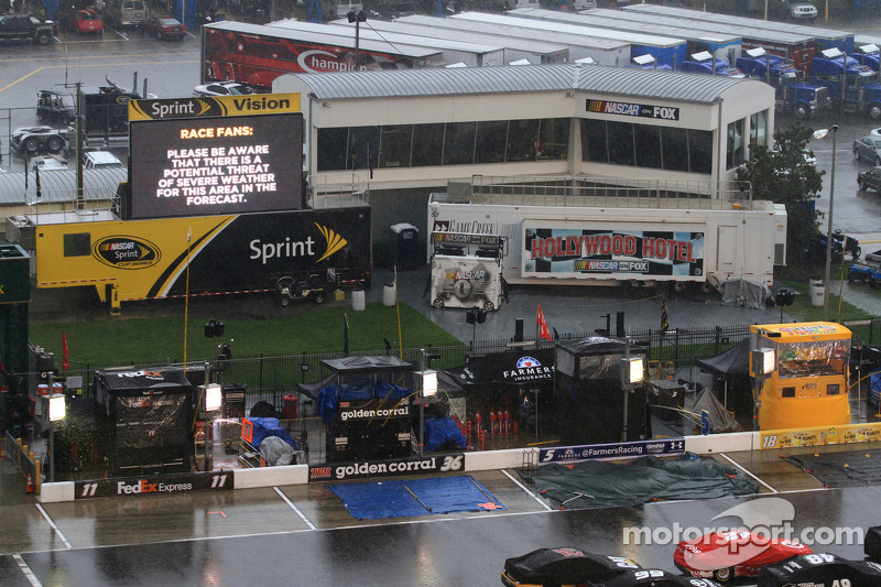 Did Daytona wait too long to alert fans of storm?