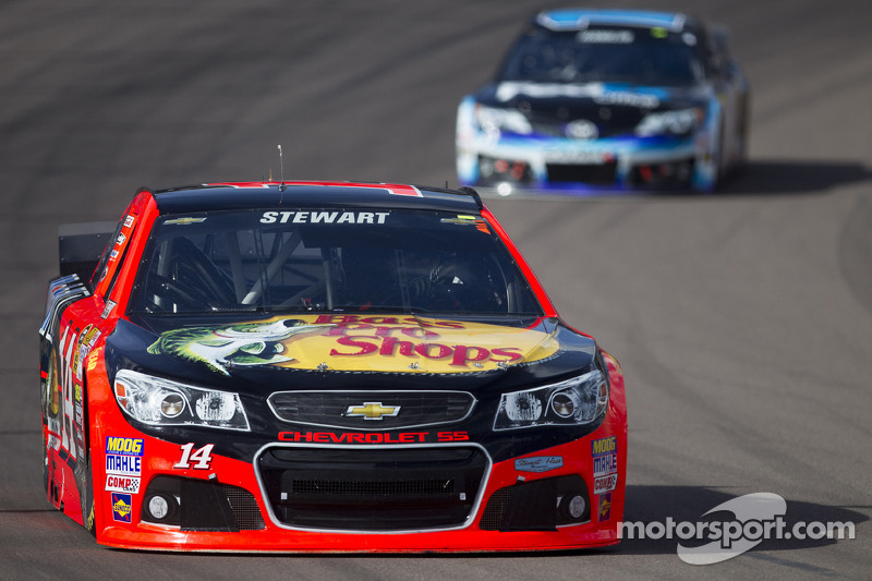 Ill-Timed Caution thwarts top-10 effort for Stewart at Phoenix