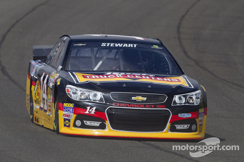 Stewart scores second straight top-five in Fontana