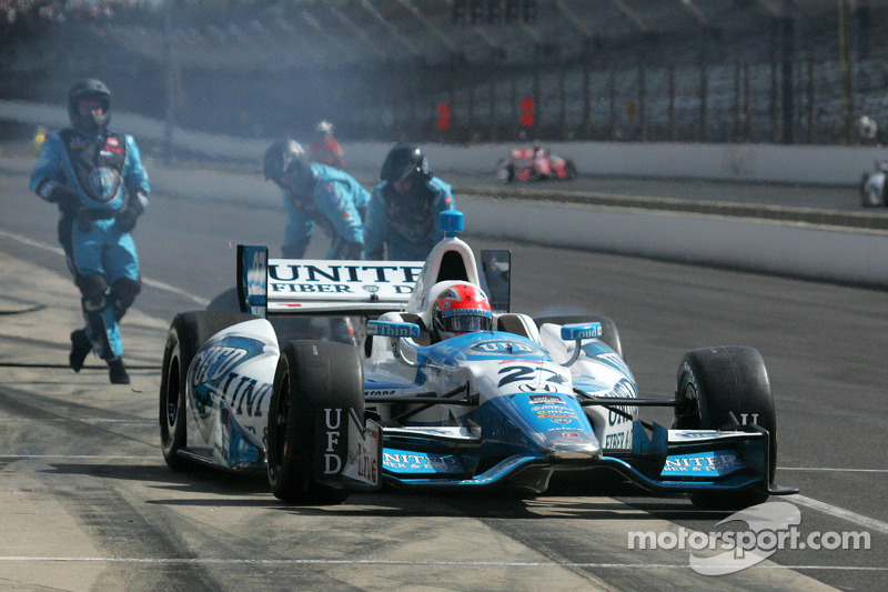 James Hinchcliffe sustains concussion during Indy GP