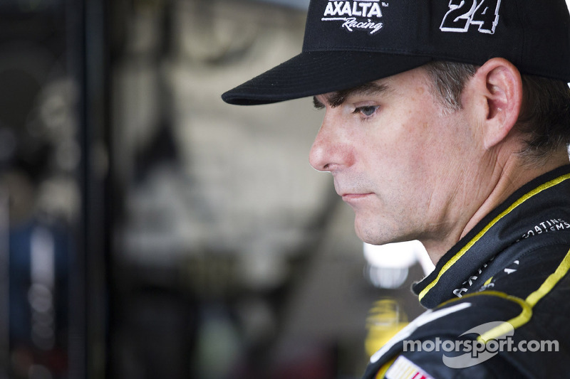 Back spasms knock Jeff Gordon out of Happy Hour