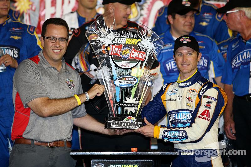 Kasey Kahne steals the NASCAR Nationwide race at Daytona