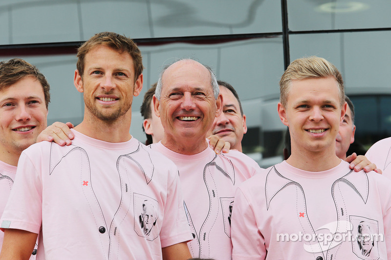 McLaren denies Button told of 2015 axe
