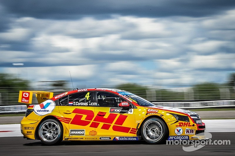 A difficult start of the 2015 WTCC season for Tom Coronel