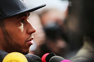 Lauda slams Hamilton Ferrari link as