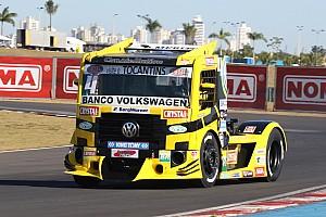 Fórmula Truck Relato da corrida Felipe Giaffone domina segunda fase e faz a festa em Goiânia