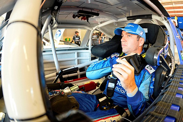 Elliott Sadler taking sponsor to JR Motorsports in 2016