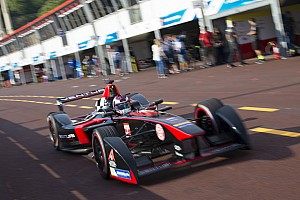 Formula E Testing report F1 Champion Villeneuve makes Formula E debut at Donington Park