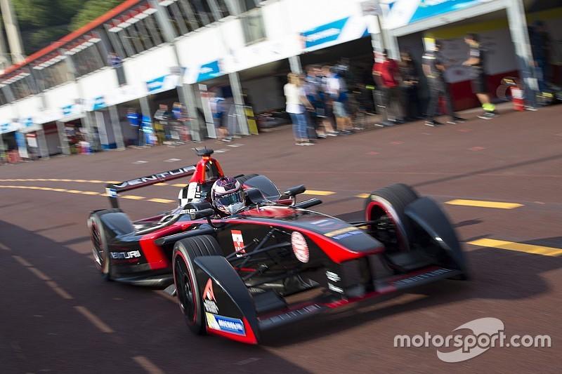 F1 Champion Villeneuve makes Formula E debut at Donington Park