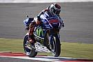 Lorenzo sigue dominando en Silverstone