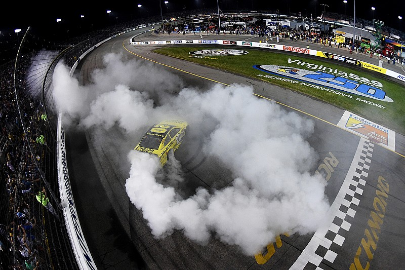 Matt Kenseth heads dominating night for JGR at Richmond