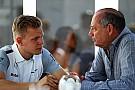 Dennis: Magnussen deserves F1 career