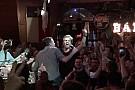 Nico Rosberg se consuela cantando rock