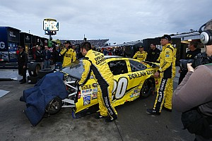 NASCAR Sprint Cup Breaking news Kenseth parked after wrecking Logano out of the race lead - video