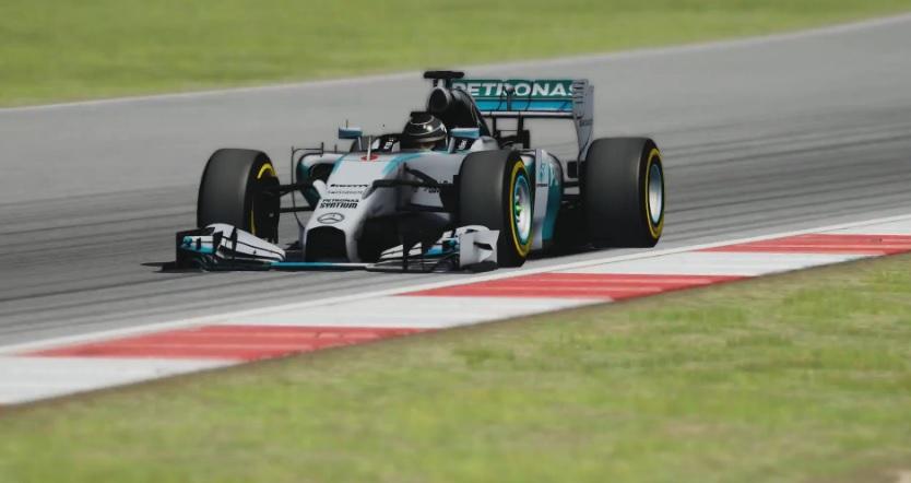 Pályán a virtuális Mercedes W05 Hibrid: F1 2014