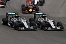 メルセデス、チームオーダーの発令を先送り。自由にレースを