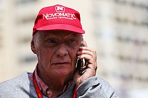 Formule 1 Nieuws Lauda met handen in het haar:
