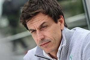 Wolff não quer contratar grande nome para lugar de Rosberg