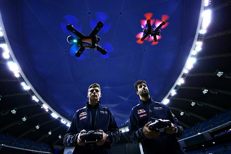 """A Red Bull """"kínos"""" helyzetbe hozta Maxet és Riccit! - Motorsport.com, Edition: Magyarország"""