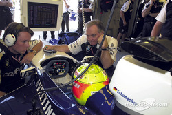 Ralf Schumacher discussing with Patrick Head
