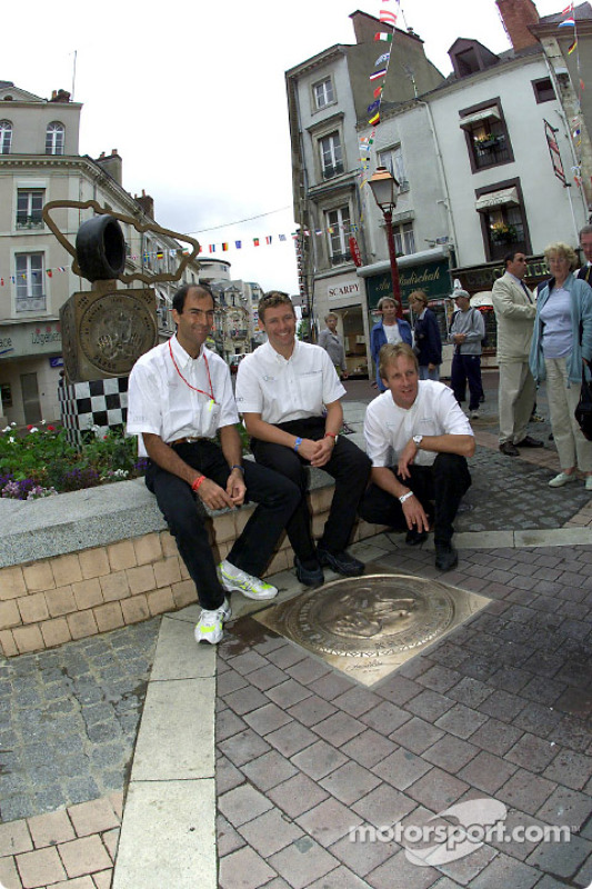 Last year's winners Emanuele Pirro, Tom Kristensen and Frank Biela visit a commemorative stone for their victory on Place St. Nicolas in Le Mans