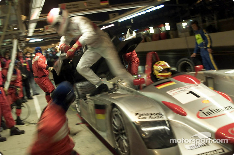 Plenty of action: Emanuele Pirro leaves the Infineon Audi R8 after he helped his team mate Frank Biela with the seatbelt
