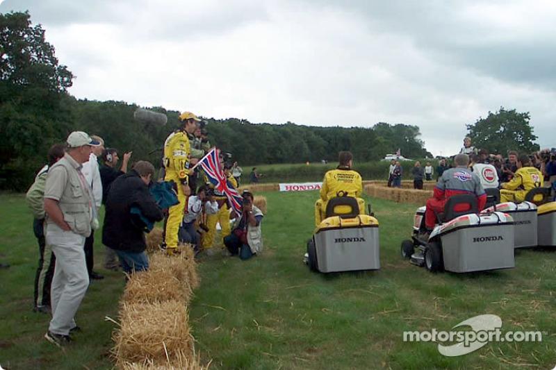 Start of the Honda lawnmower race: Heinz-Harald Frentzen and Jarno Trulli