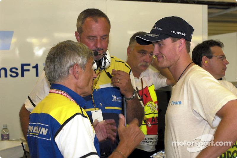 Pierre Dupasquier discussing with Ralf Schumacher