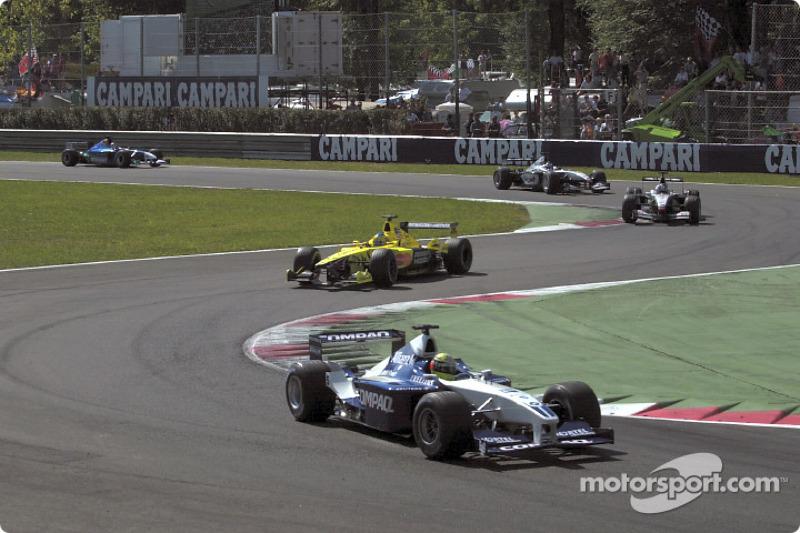 First lap: Ralf Schumacher in front of Jarno Trulli