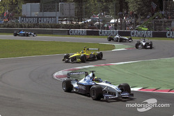 First lap: Ralf Schumacher in front of Jarno Trulli