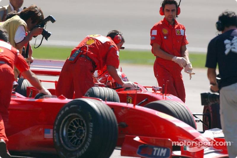 Pit activity at Team Ferrari