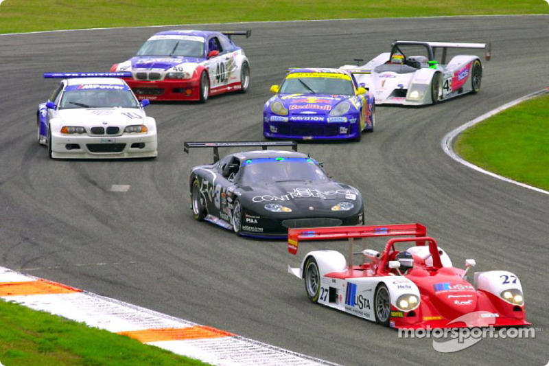 Didier Theys in the #27 Judd Dallara leads a pack of cars out of the infield