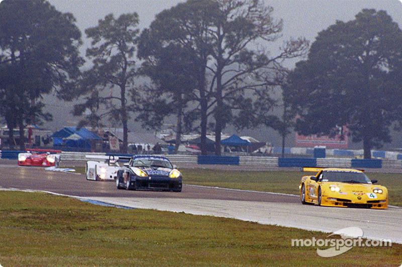 Chevrolet Corvette C5-R and Porsche GT3 RS