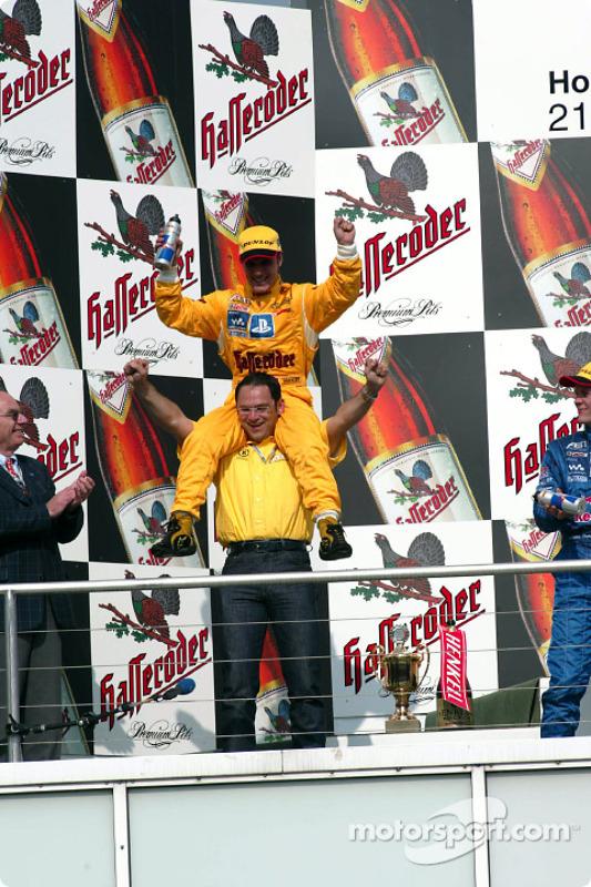 Race winner Laurent Aiello with Hans-Jürgen Abt