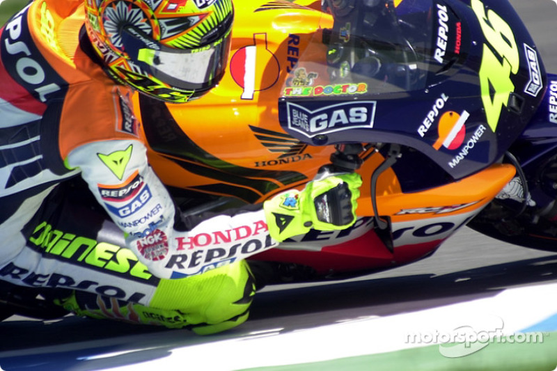 Rossi powers out of corner
