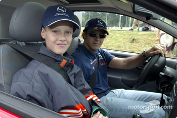 Nick Heidfeld and Felipe Massa giving lessons at the Driving Safety Center in Nrburgring, to the children from class 3a from Grundschule Kelberg: Felipe Massa