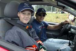 Nick Heidfeld and Felipe Massa giving lessons at the Driving Safety Center in Nürburgring, to the children from class 3a from Grundschule Kelberg: Felipe Massa