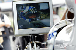 Kimi Raikkonen watching David Coulthard