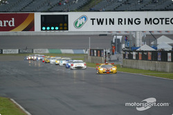 GT500 opening lap