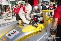 Pitstop for Rinaldo Capello and Tom Kristensen