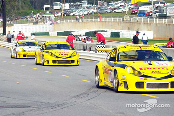 A trio of Porsche 911 GT3-RS heads for the starting grid