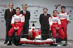 Olivier Panis, Cristiano da Matta and test driver Ricardo Zonta with chief engineer Gustav Brunner, project leader Formula 1 engine Luca Marmorini and technical coordinator Keizo Takahashi