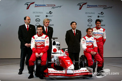 Olivier Panis, Cristiano da Matta and test driver Ricardo Zonta with chief engineer Gustav Brunner, project leader Formula 1 engine Luca Marmorini and technical coordinator Keizo Takahashi