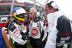 Jacques Villeneuve and Geoff Willis on the starting grid
