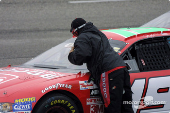 Jeremy Mayfield gets curbside service
