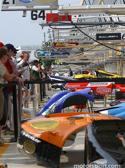 Friday afternoon ambience on pitlane during the open pitwalk