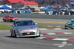 #33 Unitech Racing Nissan 350Z: Mike Cronin, Stu Hayner rides the berms.